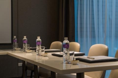 회의실  (15:00-22:30)